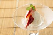 酒粕からつくりだされた甘味は、チーズのようなコクもありながらすっきり、さっぱりとしたアイス。