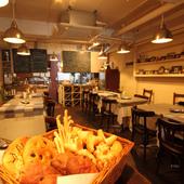 家庭料理を提供する店は、雰囲気も家庭的