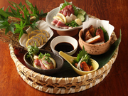 辛子蓮根、薩摩鶏の刺身、めんたいこ、さつま揚げ、馬刺しの盛り合わせ。九州の甘醤油とともに。