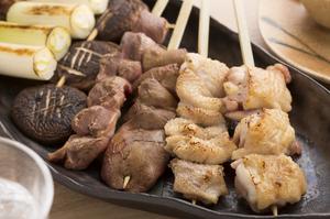 おまかせの串盛りが人気『朝びき信玄鶏』