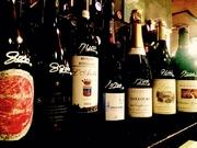 キャトルズではフランスからニューワールドまで幅広く常備200種類以上のワインをご用意しております。 価格帯も3000円~50000円まで、「外食ワインは高い」「高級ワインは家飲みで」そんなお客様にはピッタリ!