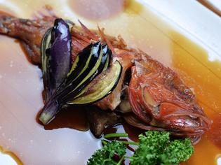 鮮度と味付けに自信あり! じっくり煮付けた『赤次の煮魚』