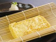 国産卵を3個分使用した『だしまき』はふわふわ! かつお節と昆布で作った白だしの風味も良いです。