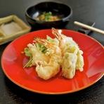 四季の味覚がサクッと軽い食感で楽しめる『天ぷら盛り合せ』