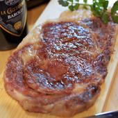 ボリュームと厚みに誰もが驚く『熟成肉のA5牛サーロイン250g』
