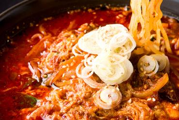 厳選のカルビ&コシのある太麺の絶妙なコラボ『カルビ麺』