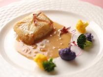 白身魚の旨味がたっぷり『坊勢のひらめのポワレ』(お魚料理)
