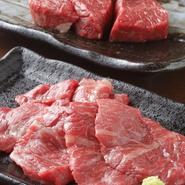 充分にサシが入ったA4~A5ランクの和牛を安く提供し、お客様に喜んでもらうのがこだわりの焼肉問屋【いちよし】。メニューにないスポット的な部位も入荷していることがあるので是非お試しください。