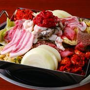 野菜の追加600円 その他焼肉メニューより何でも 具材のトッピングOK (オススメ ハラミ、薄切りミノ、テッチャン、イカ、豚バラ、ウインナー等)  ※混雑時はご提供できない場合がございます。