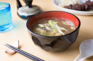 和牛をじっくり5時間煮込んだ『テールスープ』