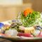 沖縄のヘルシーな島野菜もたっぷり入った『たらじ海鮮サラダ』