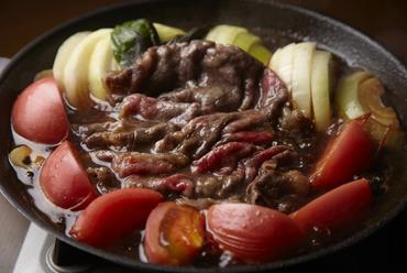 割下の甘みとトマトの酸味が絶妙な『トマトすきやき会席 和牛』