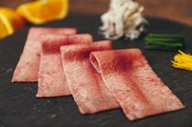 前菜|極上赤身肉とアボカドのタルタル