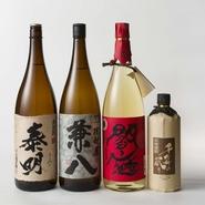 うしごろ 貫では、甕熟成させた焼酎を何日も前から 富士山麓の軟水で割って寝かせています。 時間をかけることで水がなじみ、芳醇な香りを保ちながら 清水のような飲みやすさを実現することができます。