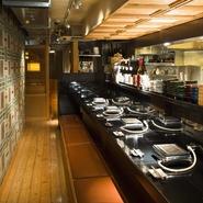 当店では落ち着いてお食事を頂けるように配慮をしております。   清潔感のある空間とお客様目線の細やかなサービスを。 大切なシーンでも安心してご利用頂けます。
