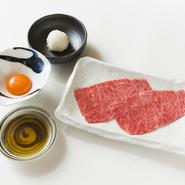 うしごろ全店舗でダントツの一番人気メニュー 肉の旨みがひろがる極上肉と厳選卵がご飯と一緒に 口の中でとろけます!