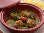 レンズ豆のコクが特徴的なラタトイユスープ。仔羊と豚の合挽きミートボールとたっぷりパクチーがやみつき!