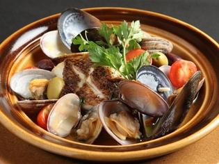 毎日築地から直送される鮮魚を使った『本日の鮮魚のタジン』