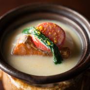 味噌仕立てでコクと深みを加えた逸品。聖護院大根と鰆の味噌仕立て。金時人参と小松菜を添えて。