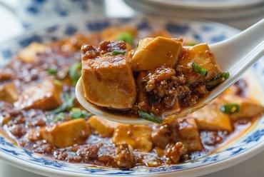 新鮮な花山椒のしびれる辛さとともに『麻婆豆腐』