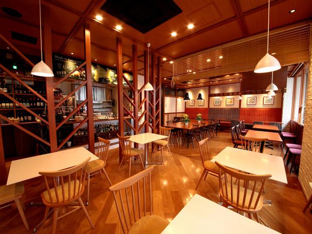カフェレストランピッコロの内観写真