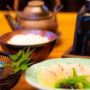 季節の魚や野菜が網羅された料理が並びます。焚合、揚物、小鍋など、全7品です。※月替りでお楽しみいただけます。