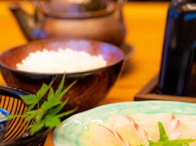 寄せ鍋と鯛飯が一緒に味わえる贅沢な味わい『お昼のミニ会席 2500円コース』