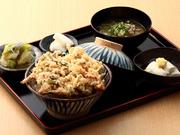 ボリュームたっぷり! 自家製豆腐と野菜お浸し付です。