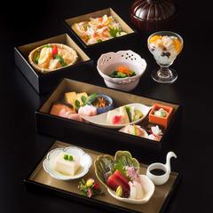 旬をいかしたお昼の膳を真心込めてお出しします。季節の食材を使った和食をゆったりとお楽しみください。