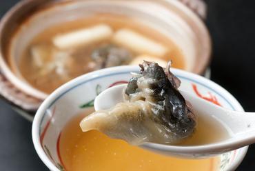 高級食材すっぽんのみもスープも堪能。店主自信の一品『まる鍋』