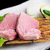 『和牛ヒレ焼き』は、驚きの厚みと手の届く価格が大きな魅力