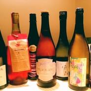 スパークリングワインの代わりに飲めるようなカリフォルニアのビール、原料そのもを大事にして作っている自然派ワインや純米酒など、お酒に詳しい方にも、そうでない方にも楽しんで頂けるような凝ったラインナップ