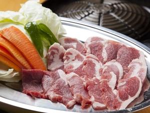 栄養たっぷり、ボリューム満点『生ラムジンギスカン』 野菜付き