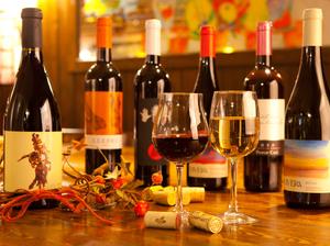ソムリエ厳選の安うまワインがグラスでいろいろ!
