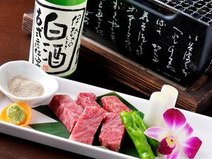 やわらかく深い味わいを楽しめる『松坂牛の炭火焼きタタキ』