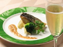 ディナーでも気軽にフレンチを味わえるハーフコースが登場!