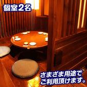 円卓で昭和の雰囲気でゆったりくつろげます♪