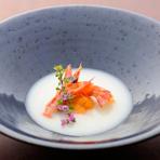 ユリ根を裏ごしして出汁と和の調味料、生クリームでスープ仕立てにして和のヴィシソワーズ風にしました。