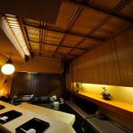 京の町家の部材を使った天井に加え、飾り棚には作家さんにオーダーした「雷小僧」の人形が飾られています。