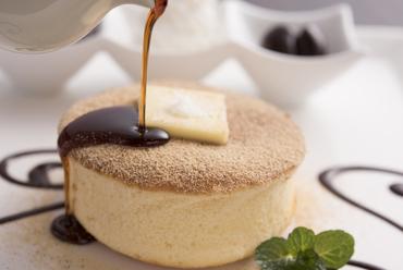 お好みのトッピングを乗せて召し上がれ『かのんさんの塩バターまるケーキセット』(コーヒー付き)