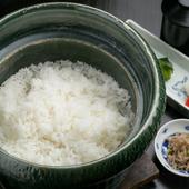 湯気とともに、食欲をそそるご飯の香り『土鍋で炊いたご飯』