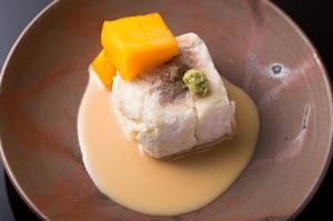 絶妙な食感と豊かな風味が魅力の『焼き胡麻豆腐』