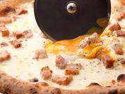 薄切りにした和牛を、シンプルにいただきます。バルサミコソースとスライスしたチーズがアクセント。