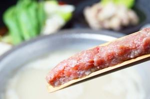厳選した骨付き肉と自家製つくねの『博多水炊き』
