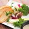 彩り鮮やかな『広島県産有機野菜のバーニャカウダ』