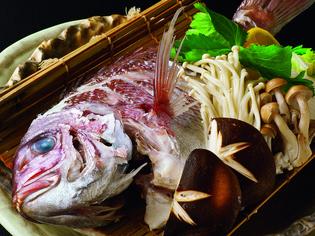 鯛の白身をやさしい味わいに仕上げた『鯛の酒蒸し』