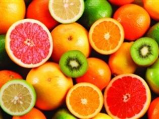 自ら市場に出向き、買い付けする旬のフルーツ