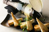 ワインやお酒を片手に、気軽に味わえる料理も豊富
