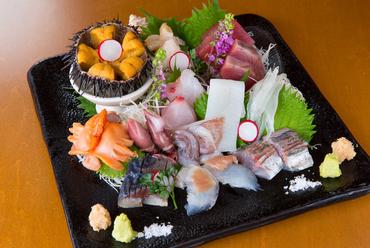 三陸の新鮮な魚介を使用した『お造り盛り合わせ』
