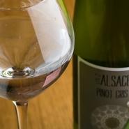 素材の旨みを引き立たせる東北の地酒やワイン